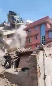 Nepalese leaving gods after second quake