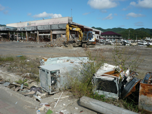 WikimediaCommons 2011-Japan-tsunami-damage-courtesy-Tamaki-Seto-03-18-14-web